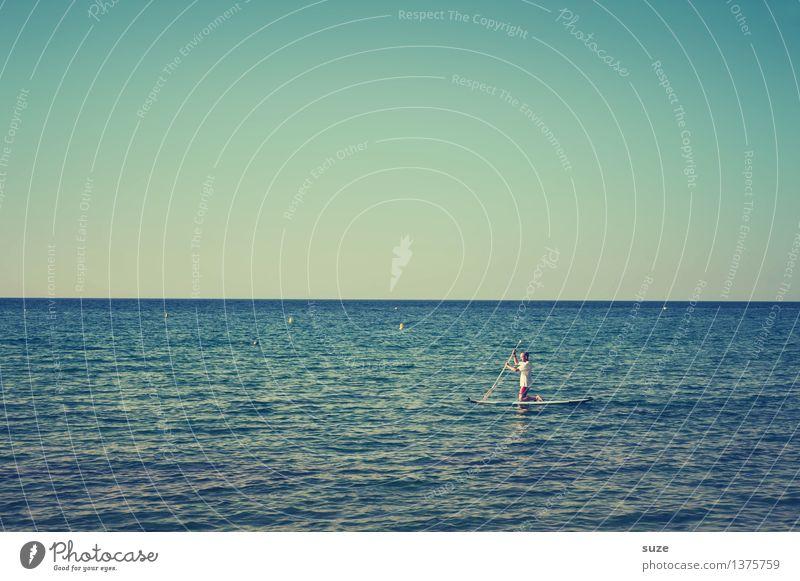 Halber Stand Mensch Himmel Natur Ferien & Urlaub & Reisen blau Sommer Wasser Junger Mann Meer Freude Erwachsene kalt Leben Stimmung Horizont Freizeit & Hobby