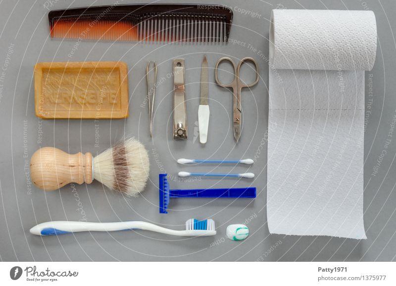 Was Männer im Bad brauchen (Luxusausführung) Körperpflege Haare & Frisuren Haut Gesicht Maniküre Pediküre Kamm Seife Toilettenpapier Pinzette Nagelfeile Schere