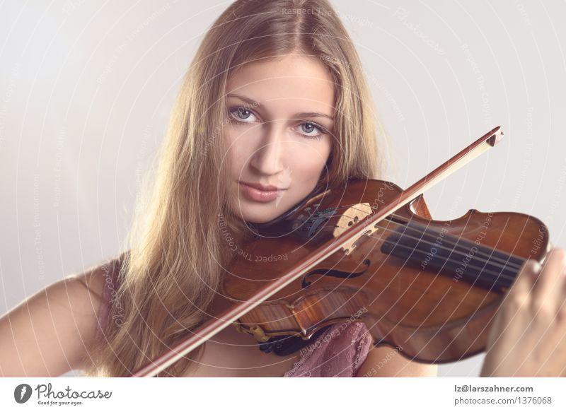 Hübscher junger Violinist, der die Violine spielt Gesicht Spielen Musik Studium Mädchen Frau Erwachsene Jugendliche Kunst Kultur Konzert Musiker Geige