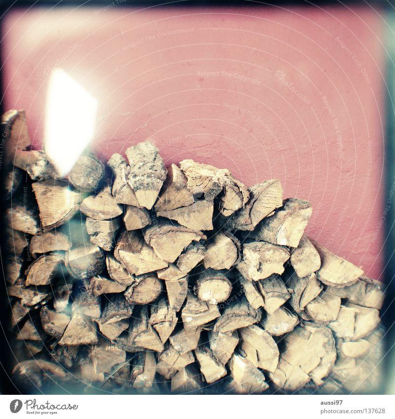 Holz vor der Hütte Baum Konzentration analog Rahmen Klimawandel Geäst Haarschnitt Sucher Brennpunkt Brennholz umrandet Säge Lichtschacht
