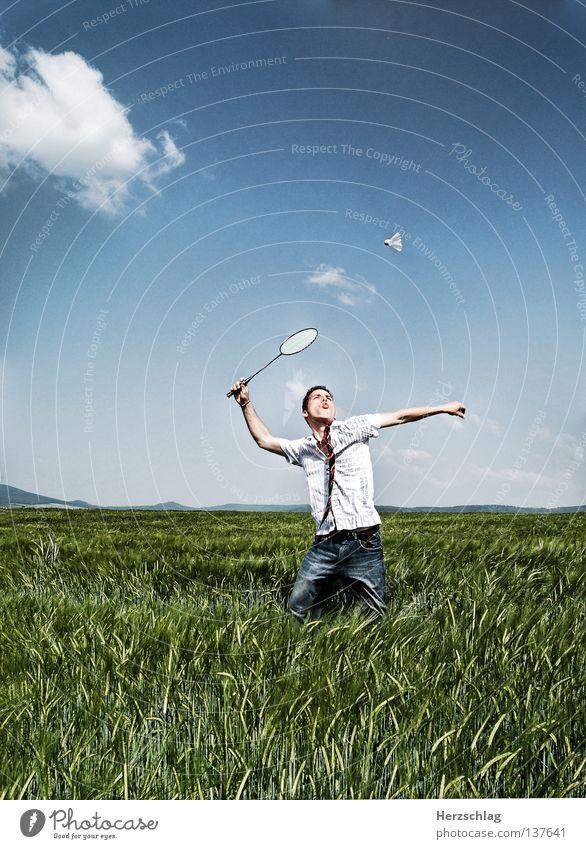 Kick it ! Badminton Fußtritt Geschwindigkeit grün treten frisch Frühling Sommer Hemd Hose Erfolg springen Ballsport fun sun field Sport Feder Freude Schmerz