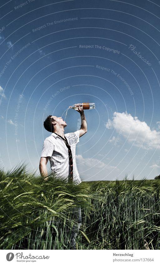 So Fresh ! Feld trinken Körperhaltung Flüssigkeit Hemd Krawatte Stress heiß Kühlung kalt nass rein Physik Sommer Schweiß Überleben Gastronomie fresh water