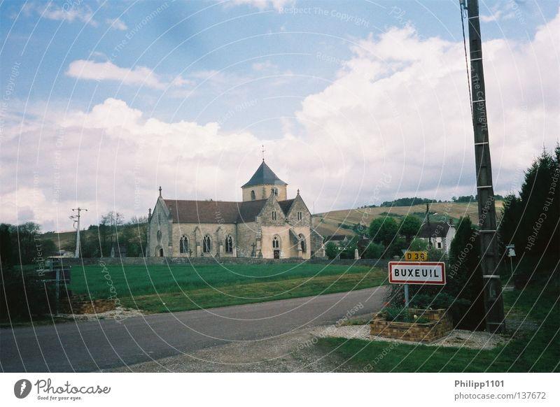 Ortseingang Buxeuil Kirche Idylle Dorf historisch Frankreich ländlich Champagne malerisch Weinbau Ortsschild Dorfstraße
