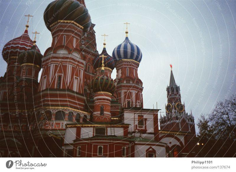 Basilius-Kathedrale und Erlöserturm Denkmal Russland Wahrzeichen Moskau Gotteshäuser Orthodoxie Roter Platz Basilius-Kathedrale