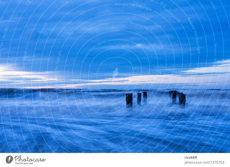 Ostseeküste Strand Meer Wellen Natur Landschaft Wasser Wolken Sturm Küste blau Ferien & Urlaub & Reisen Tourismus Buhne Himmel Mecklenburg-Vorpommern Torfbrücke