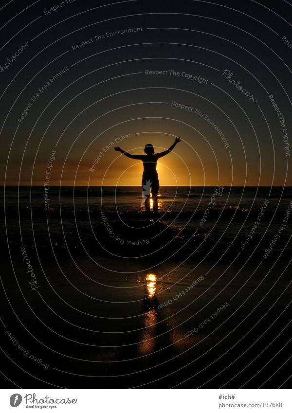 leuchte... Südafrika Kapstadt Strand Sonnenuntergang Meer Frau Schattenspiel Hand Wellen schön Küste llundadno Wasser Felsen Stein Arme Himmel