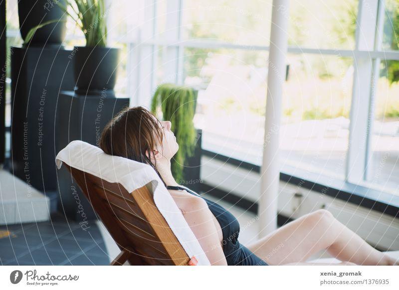 Wellness Frau Jugendliche schön Junge Frau Erholung ruhig Erwachsene Leben Stil Gesundheit Lifestyle Zufriedenheit Freizeit & Hobby Körper Wellness Gelassenheit