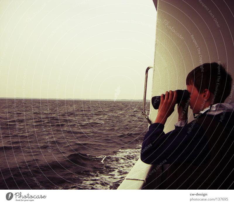 HEB DEINEN BLICK... Meer See Schifffahrt Wasserfahrzeug An Bord Wellen Jugendliche maskulin Fernglas Teleskop Zukunft Wolken Unendlichkeit