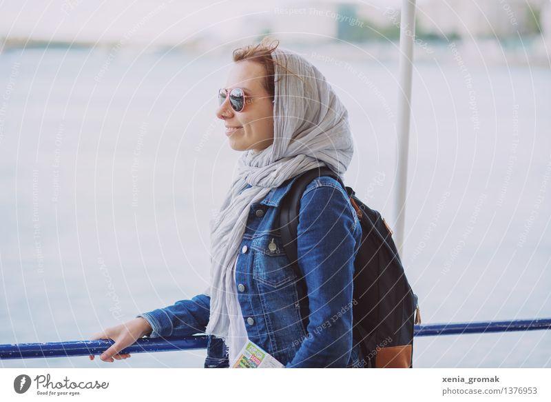 Donaufahrt Ferien & Urlaub & Reisen Jugendliche Sommer Junge Frau Erholung Freude Ferne Leben Lifestyle Glück Freiheit Tourismus Zufriedenheit Freizeit & Hobby