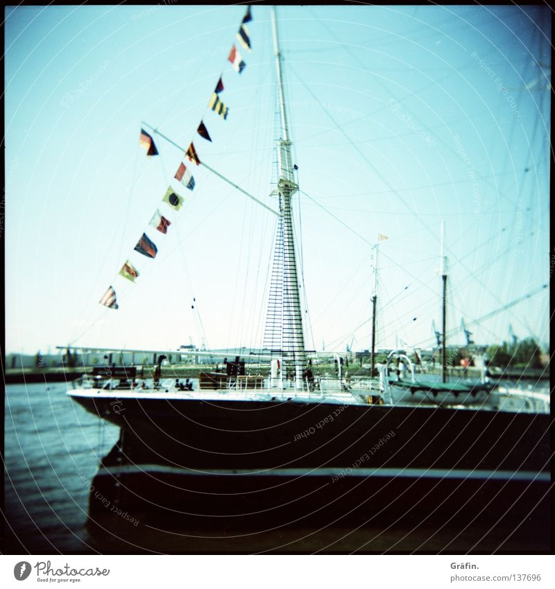 Eck heff moal'n Hamborger Veermaster sehn Holga Wolken Wasserfahrzeug Segelschiff Frachter Stahl Achterschiff Backbord Steuerbord Windjammer Fahne Kapitän