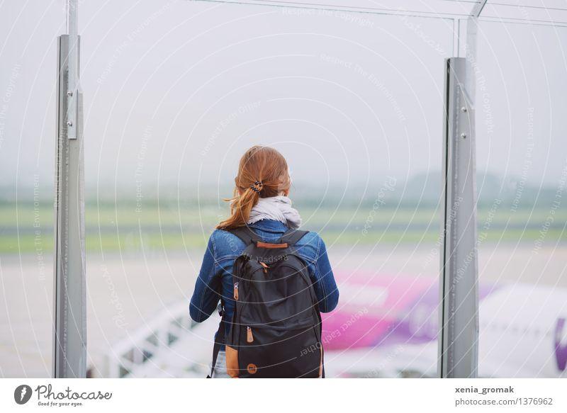 am Flughafen Lifestyle Freizeit & Hobby Ferien & Urlaub & Reisen Tourismus Ausflug Abenteuer Ferne Freiheit Sightseeing Städtereise Sommerurlaub feminin