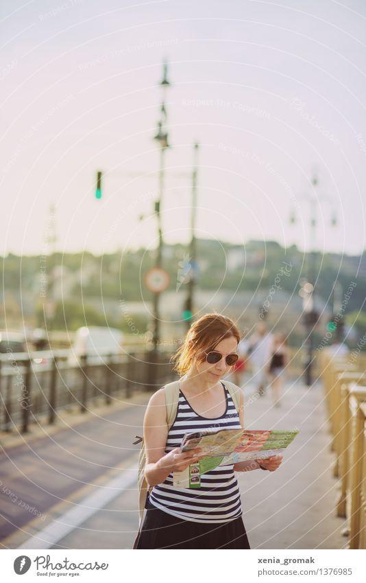 Tourismus Ferien & Urlaub & Reisen Jugendliche Stadt Sommer Junge Frau Ferne Leben feminin Lifestyle Spielen Freiheit Freizeit & Hobby frei wandern Ausflug