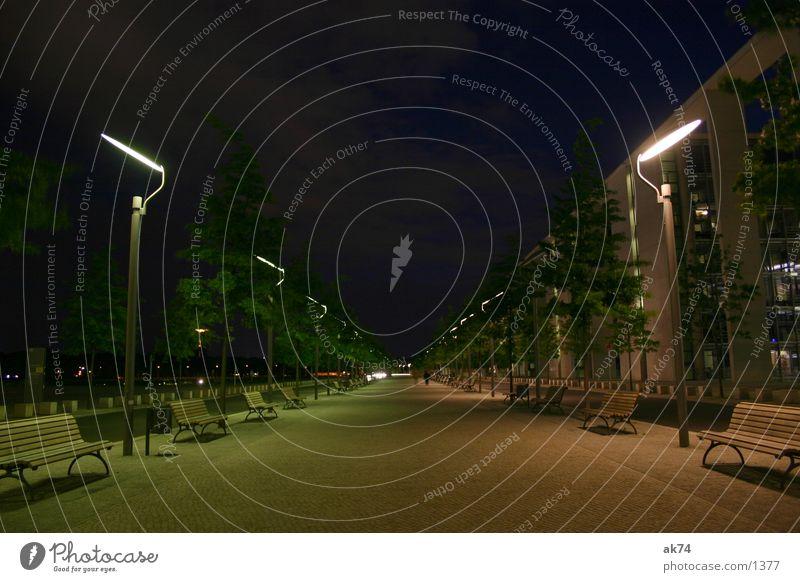 Lampen Berlin Wege & Pfade Nacht