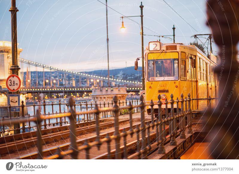 Tram Nummer 2 Lifestyle Freizeit & Hobby Ferien & Urlaub & Reisen Tourismus Ausflug Abenteuer Ferne Freiheit Sightseeing Städtereise Stadt Hauptstadt Altstadt
