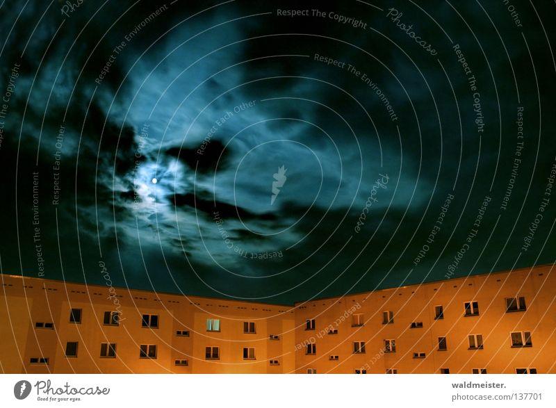 Mondnacht Himmel Haus Wolken Mond Plattenbau Nachtaufnahme Himmelskörper & Weltall Neubau Mondschein Wohnhochhaus Neubausiedlung