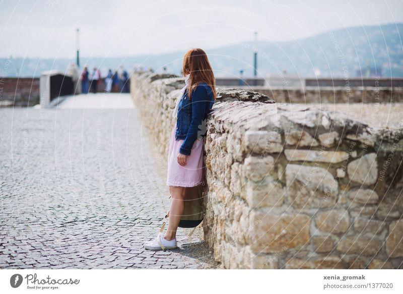 Urlaub Ferien & Urlaub & Reisen Jugendliche Sommer Junge Frau Ferne Leben Lifestyle Freiheit Tourismus Horizont Zufriedenheit Freizeit & Hobby wandern