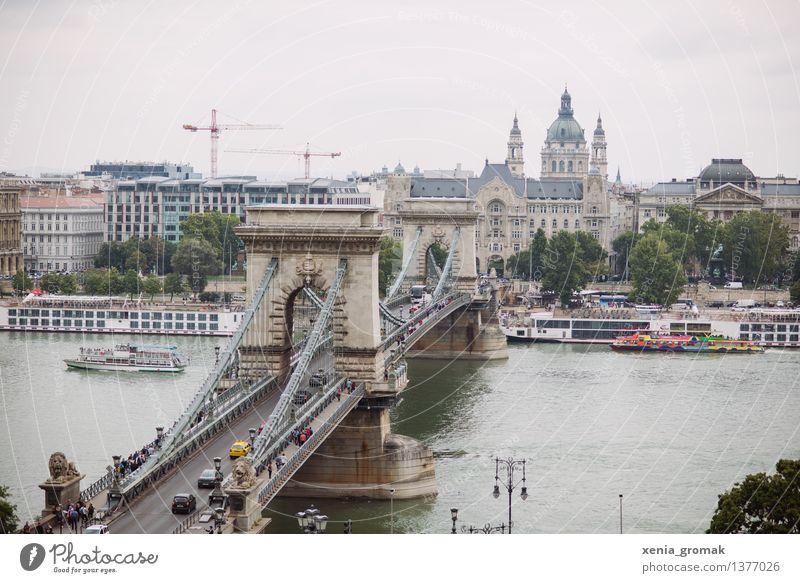 Kettenbrücke Ferien & Urlaub & Reisen Stadt Ferne Reisefotografie Architektur Freiheit Wasserfahrzeug Tourismus Nebel Ausflug Brücke Abenteuer Fluss Bauwerk