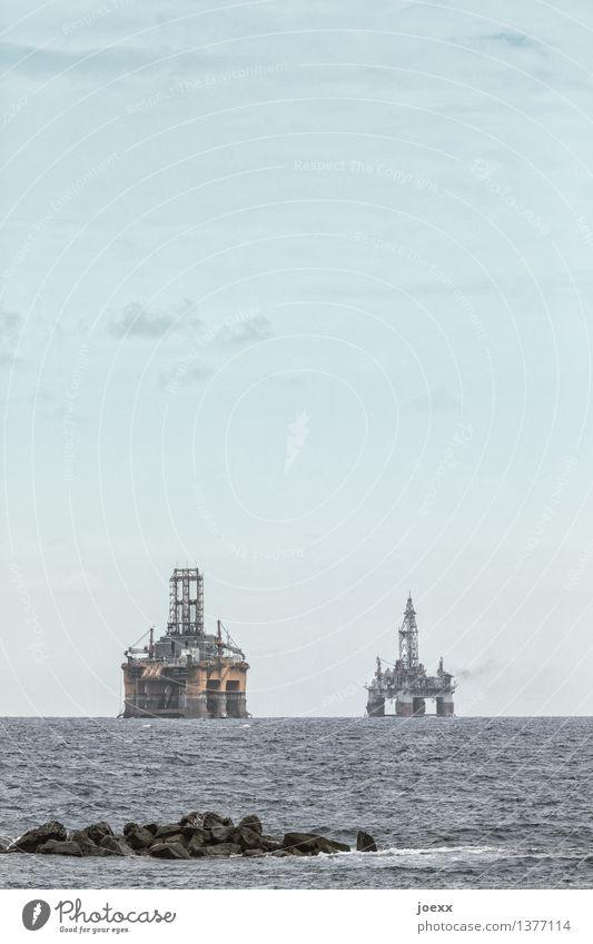 Bohrmaschinen Himmel blau Meer Wolken gelb grau Horizont Energiewirtschaft Technik & Technologie nachhaltig hässlich Erdölförderung Bohrinsel