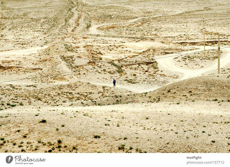 gobi unterwegs Einsamkeit leer trocken rau Trauer schön Steinwüste China Gangsu Chinesisch gehen Wüste lonely lost weit und breit Sand Mensch Traurigkeit desert