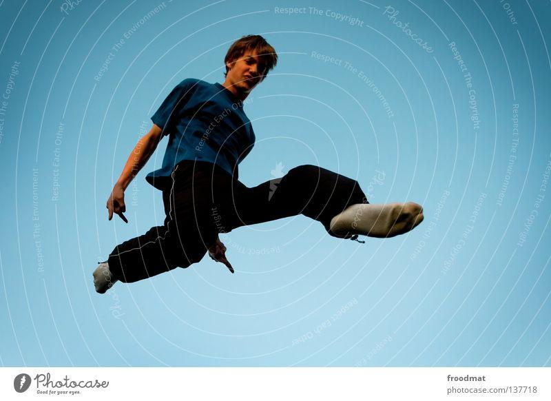 nachzügler Himmel Mann Jugendliche Freude Erholung Spielen Bewegung springen Musik Zufriedenheit elegant frei Flugzeug ästhetisch Luftverkehr verrückt