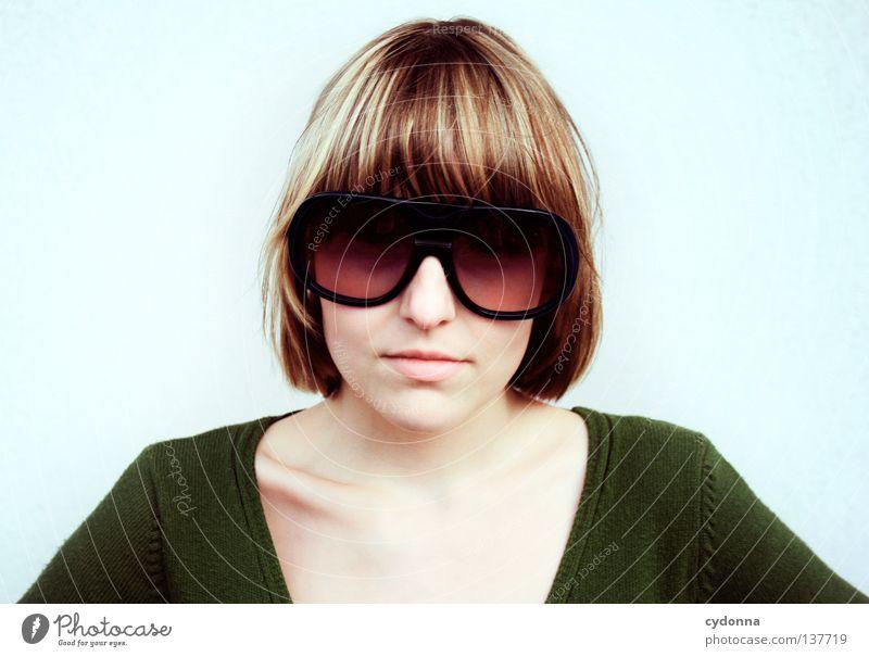 Back to the 80's Brille Sonnenbrille retro Pornographie schick verrückt Stil Macht Achtziger Jahre Siebziger Jahre Porträt Frau groß Partnerschaft Freude