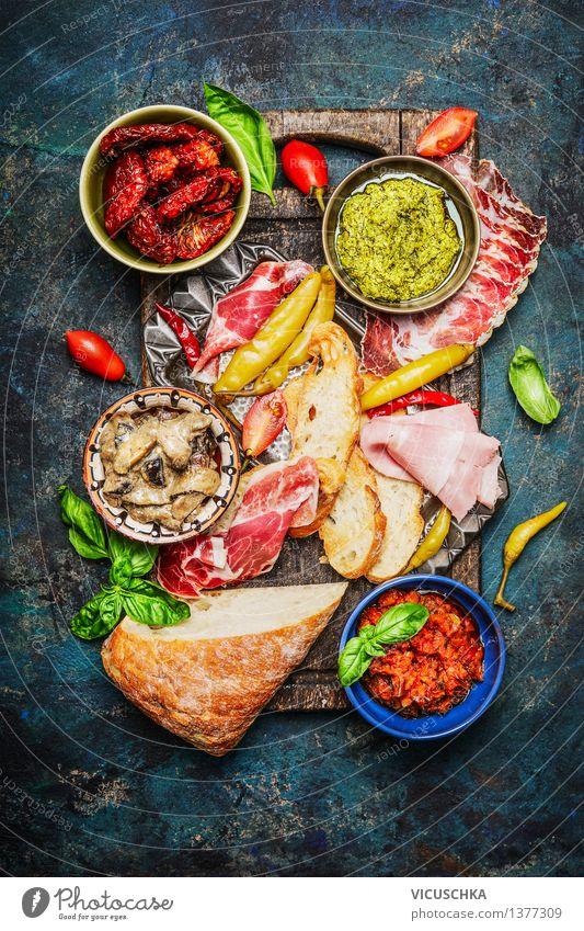 Leckere Antipasti Zutaten für belegtes Brot Gesunde Ernährung Leben Stil Lebensmittel Party Design Ernährung Tisch Kräuter & Gewürze Gemüse Brot Teller Schalen & Schüsseln Fleisch Abendessen Picknick