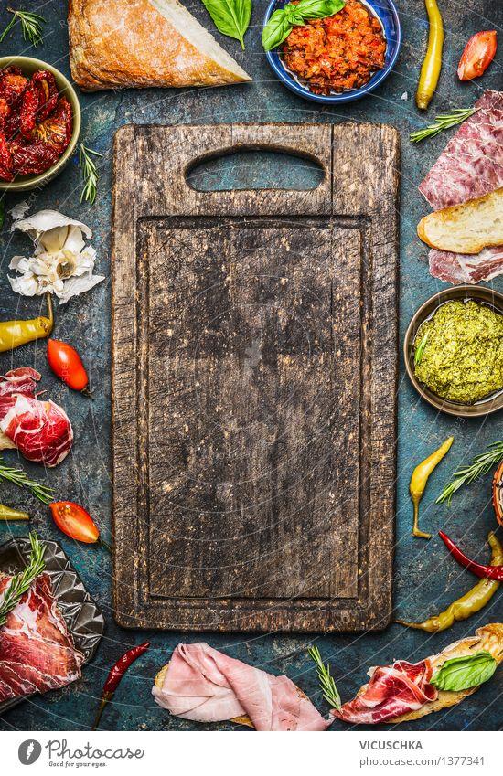 Zutaten für belegtes Brot und Antipasti Gesunde Ernährung Leben Stil Hintergrundbild Lebensmittel Design Ernährung Tisch Kräuter & Gewürze Küche Gemüse Bioprodukte Tradition Brot Teller Schalen & Schüsseln