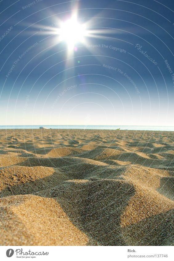 .Urlaubsreif Himmel blau Wasser Ferien & Urlaub & Reisen Sonne Sommer Meer Strand gelb Erholung Landschaft Gefühle Freiheit Wärme Sand Küste