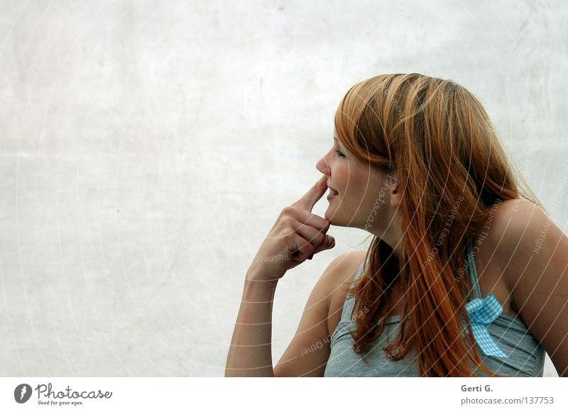Frau mit Tiefgang Hand schön Freude Gefühle Freiheit Glück lachen dreckig lustig Arme Finger Fröhlichkeit Profil Sauberkeit Top