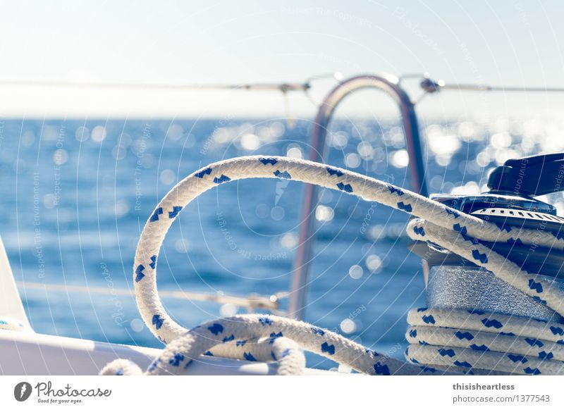 klar zum Dichtholen? blau Wasser weiß Meer Freude Ferne natürlich See Zusammensein Arbeit & Erwerbstätigkeit Freizeit & Hobby Kraft Lebensfreude Abenteuer Bucht Schifffahrt
