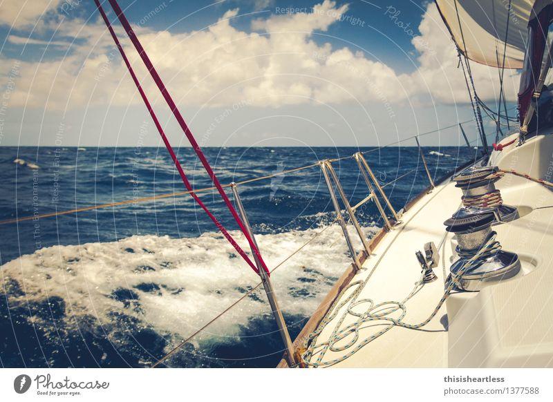 Klar zur Wende Himmel Ferien & Urlaub & Reisen blau Wasser Meer Einsamkeit Bewegung Horizont Wind einzigartig Schönes Wetter Abenteuer Seil berühren