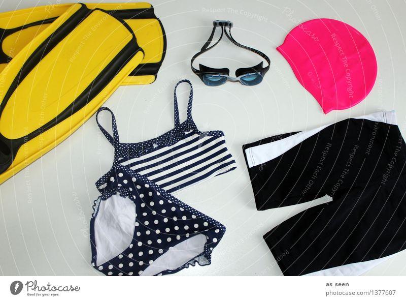 Cool am Pool Schwimmbad Schwimmen & Baden Schwimmhilfe Bikini Badehose Badekappe Sammlung Wasser liegen nass gelb rosa schwarz Fröhlichkeit Vorfreude Farbe