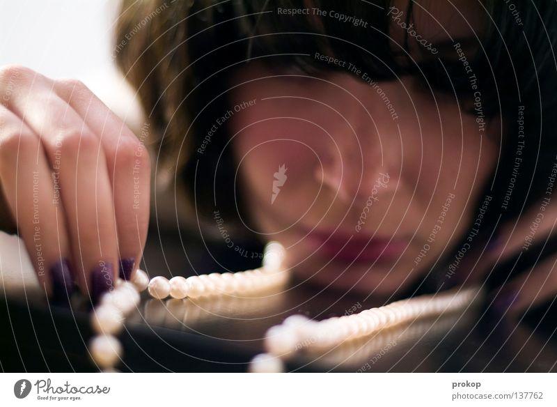 Glanz und Gloria Reichtum Stil schön Gesicht Nagellack Zufriedenheit Spielen Mensch feminin Junge Frau Jugendliche Erwachsene Hand Mode Accessoire Schmuck