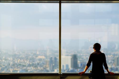 Aussicht 2 Mensch Frau Jugendliche Stadt Junge Frau Einsamkeit Ferne 18-30 Jahre Erwachsene feminin Gesundheitswesen Business Büro Energiewirtschaft Hochhaus