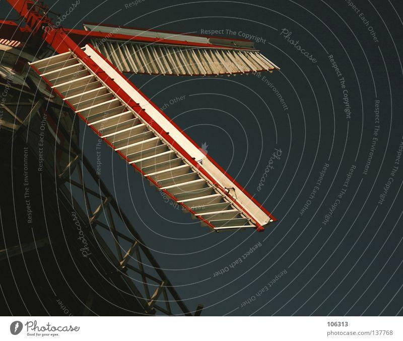 DAS RAD DER ZEIT alt weiß grün rot Holz Deutschland Wind Kraft Energiewirtschaft groß Macht Flügel Symbole & Metaphern Dinge Bauwerk