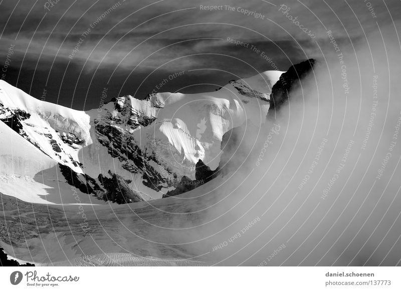 der Berg ruft !??? Wolken Gipfel aufsteigen dramatisch schwarz weiß Schweiz Berner Oberland wandern Gegenlicht Bergsteigen gefährlich Freizeit & Hobby Ausdauer