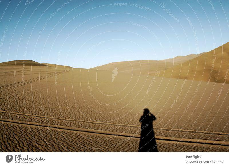 the remote china Mensch Natur Himmel Ferien & Urlaub & Reisen Einsamkeit Ferne Berge u. Gebirge Sand Landschaft Umwelt Abenteuer Klima Wüste Spuren Hügel China