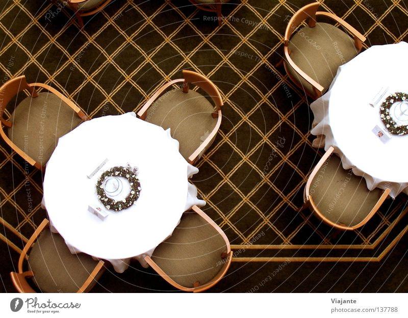 Die Ruhe vor dem (An-) Sturm weiß Ernährung Stil braun Feste & Feiern Tisch Stuhl Dekoration & Verzierung Gastronomie Hotel Restaurant lecker Festessen