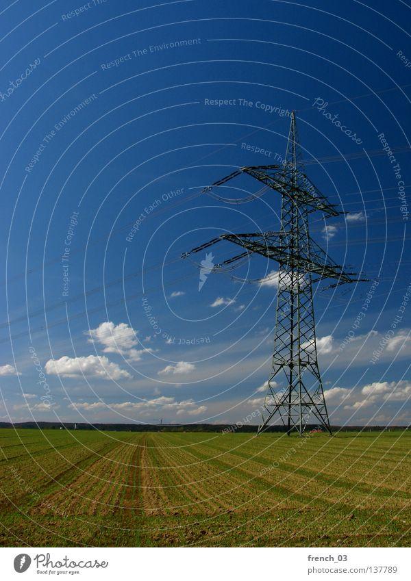 Hochspannung Himmel Natur blau grün Wolken Ferne Umwelt Landschaft Freiheit Horizont Kraft Feld Energiewirtschaft groß frei Verkehr