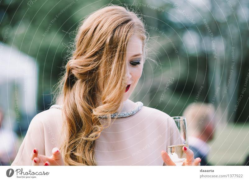 Gäste Sekt Prosecco Champagner Lifestyle elegant Stil Design Freude schön Schminke Lippenstift Nagellack Leben harmonisch Freizeit & Hobby Ausflug Abenteuer