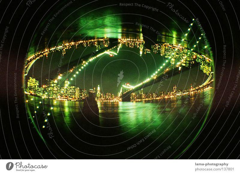 Upside down OR downside up? Wasser Weihnachten & Advent Stadt Haus Fischauge Beleuchtung Hochhaus groß Kreis Fluss rund USA Lomografie Gebäude Kugel analog