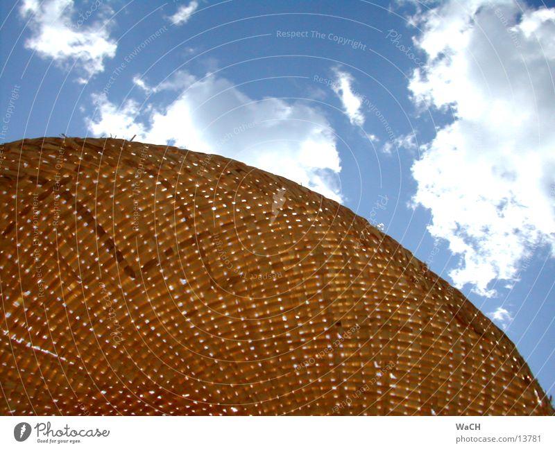 strohhut & wolken Himmel blau Sommer Strand Ferien & Urlaub & Reisen Wolken Wärme Küste Perspektive Freizeit & Hobby Physik heiß Hut Stroh Wetterschutz Kopfbedeckung