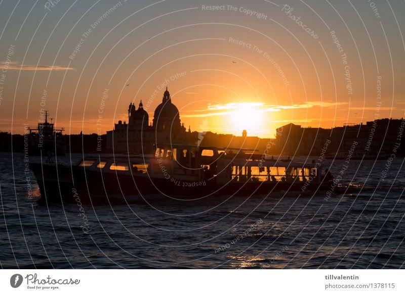 Sundown in Venice No. 2 blau Wasser Meer rot gelb Architektur Gebäude grau Wasserfahrzeug Verkehr Wellen gold Kirche Europa Italien Bauwerk