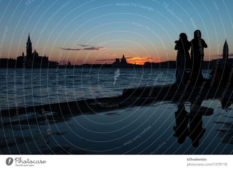 Sundown in Venice No. 1 Mensch Ferien & Urlaub & Reisen Stadt blau Wasser Meer rot Wolken Haus Gebäude Paar Tourismus Perspektive Ausflug Kirche Turm
