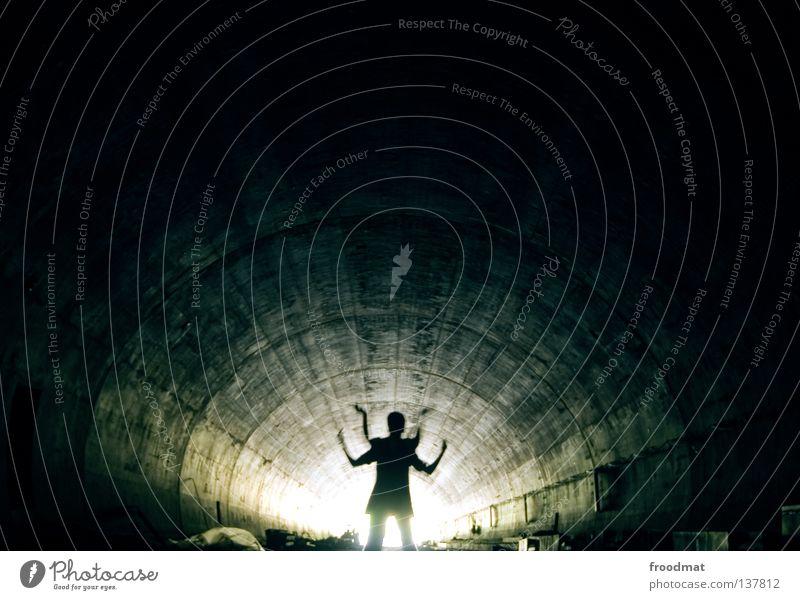 muTante Mensch blau Straße Tod kalt Berge u. Gebirge Wege & Pfade Religion & Glaube hell Kunst Nebel Beton Elektrizität Zukunft Macht planen