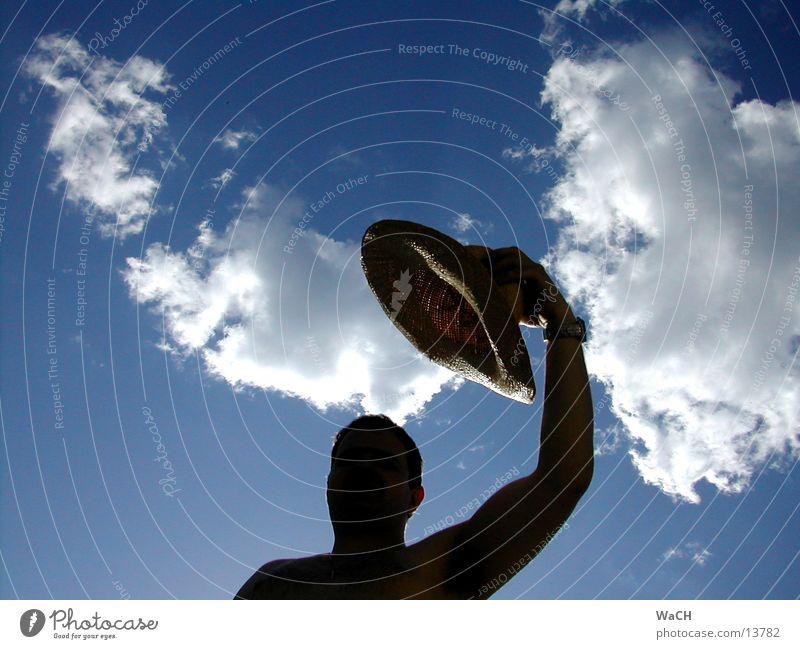 schattenmann Mensch Himmel Mann blau Hand Sommer Freude Wolken schwarz Kopf Perspektive Schulter Gegenteil Begrüßung Stroh Schattenspiel