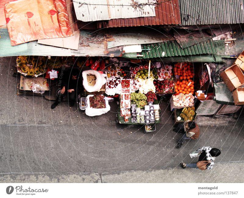 hong kong Hongkong China Obstverkäufer Fußgänger Chinese Marktstand Dach Teerpappe Hütte Obst- oder Gemüsestand Frucht Verkehrswege Asien gemüseverkäufer