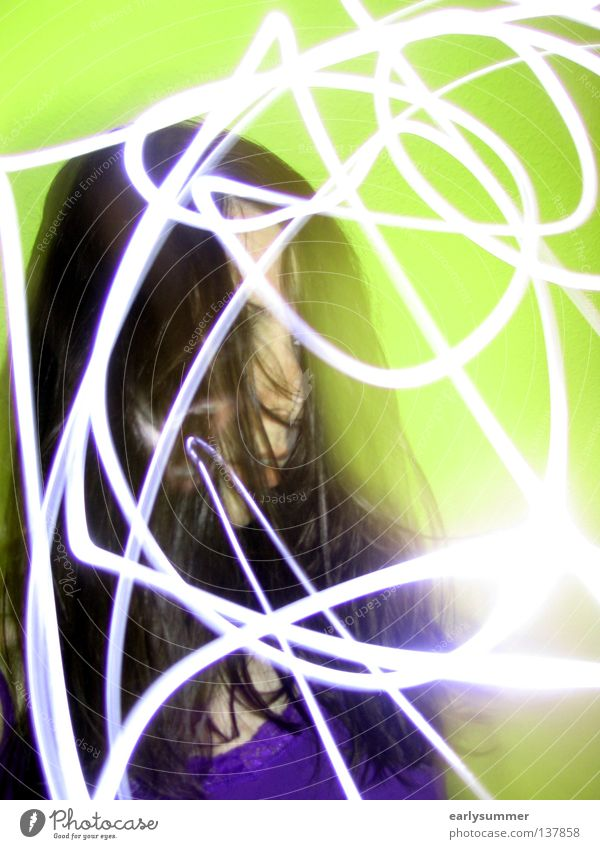 Im Rausch Party Disco gehen ausgehen Veranstaltung Licht Langzeitbelichtung Laser Lasershow Bewegung Takt Diskjockey Frau dunkel Club Geschwindigkeit schön