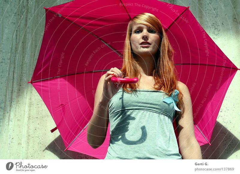 sun*shine Frau schön Gesicht Wand Spielen Mauer Regen hell Beleuchtung glänzend rosa Sicherheit T-Shirt offen Romantik stehen