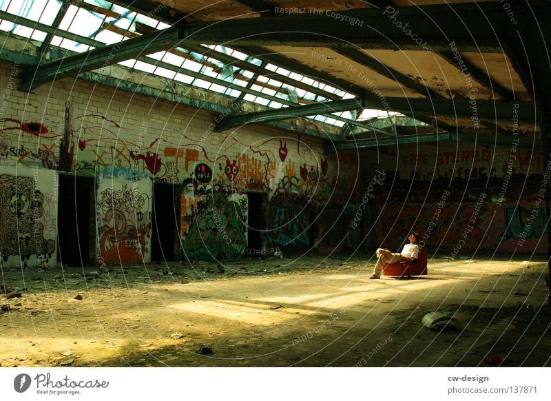 LESSER BEBEN! III Mensch Mann ruhig Einsamkeit Erholung grau Denken Graffiti orange dreckig Wohnung maskulin sitzen leer trist Pause